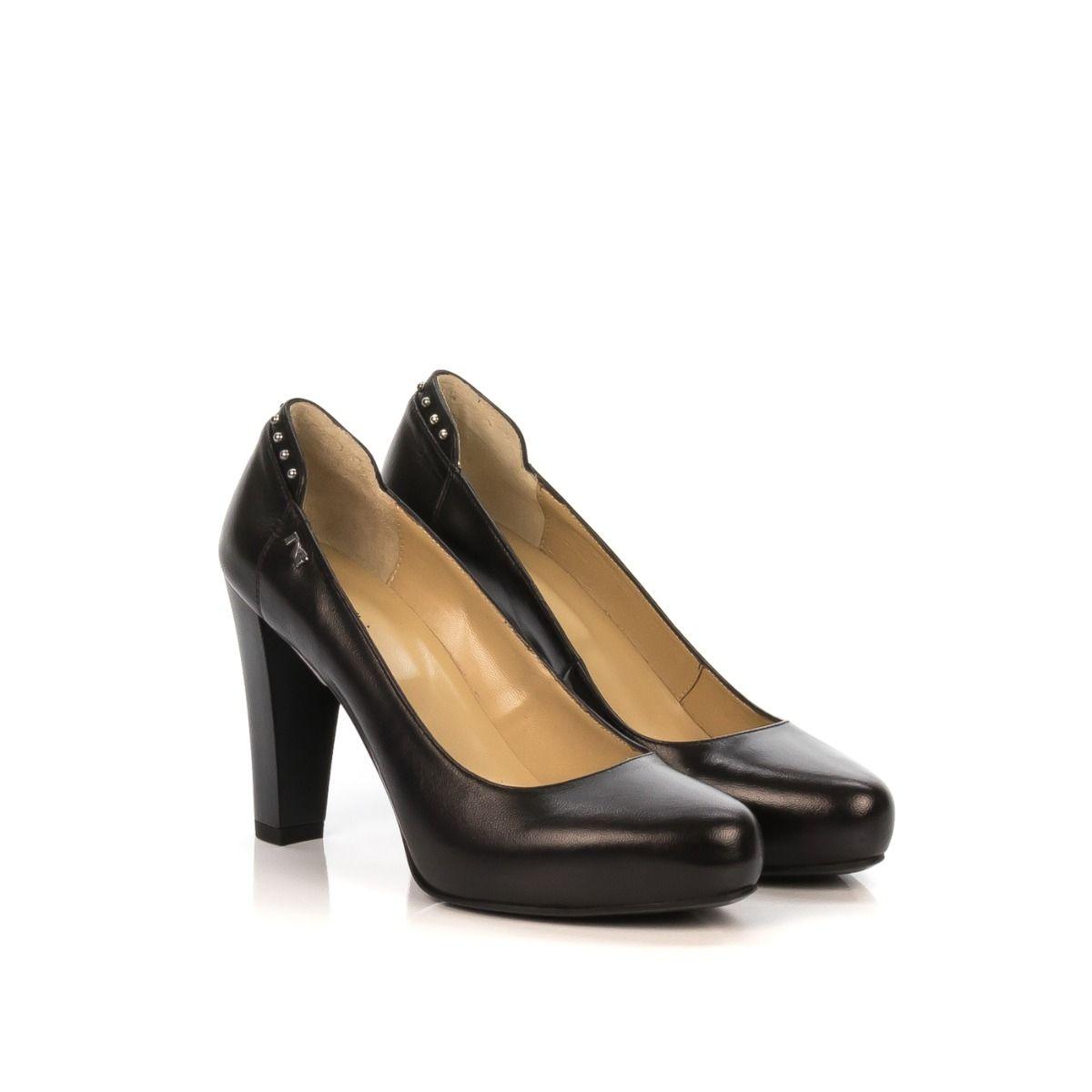 23fa98d7c7e679 Dècolletè donna|NERO GIARDINI A806802DE-100 pelle nera con borchie  tallone|Shop online|Shoe Center