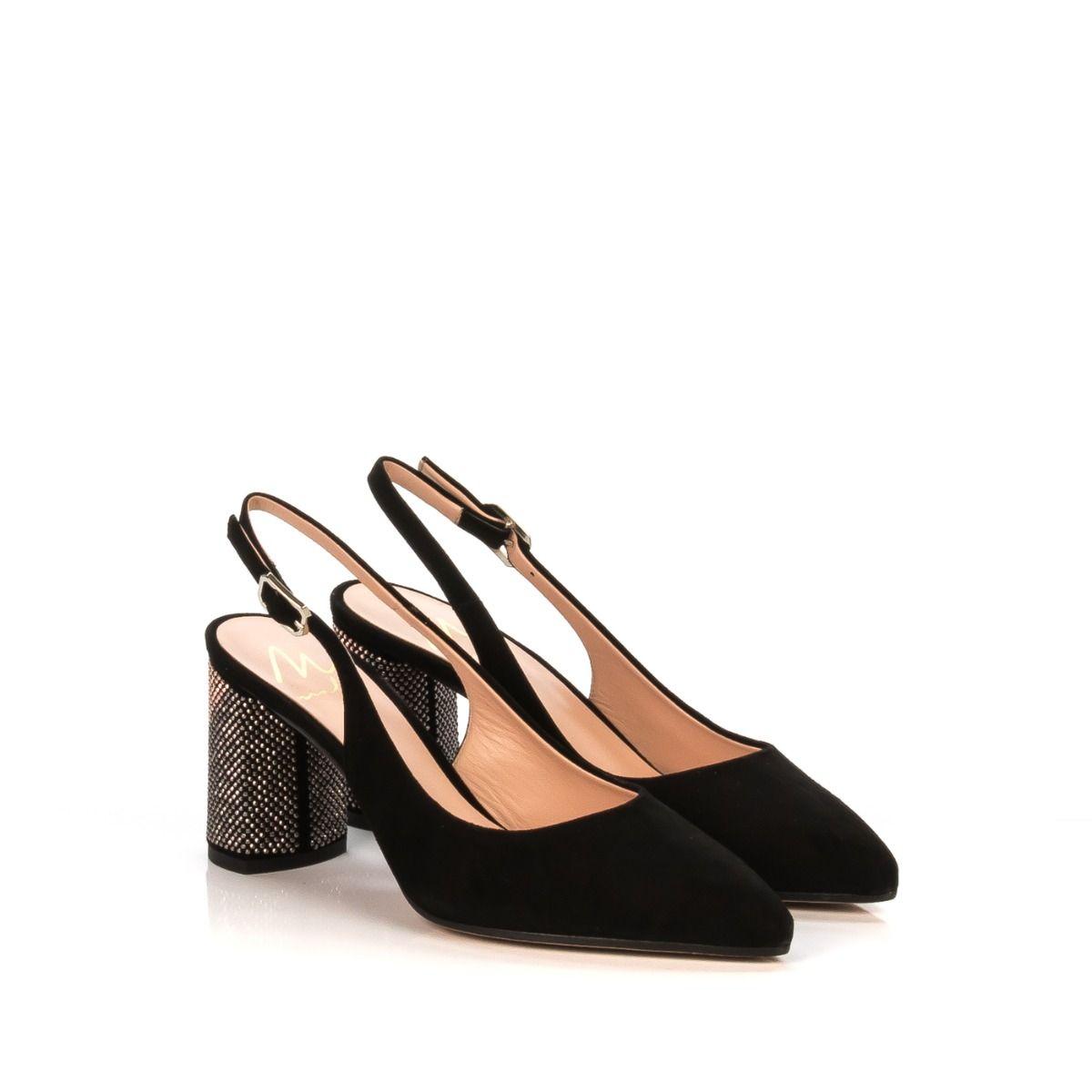 Chanel da donna con borchie in pelle nera tacco 5